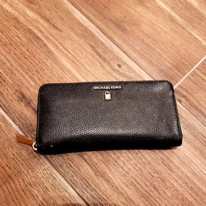 Michael Kors Black and Gold Jet Set Wallet